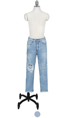 "milky blue destroyed denim <br> <font color=#82C7E4 size=""1.9"" face=verdana>SIZE ADD</font>"